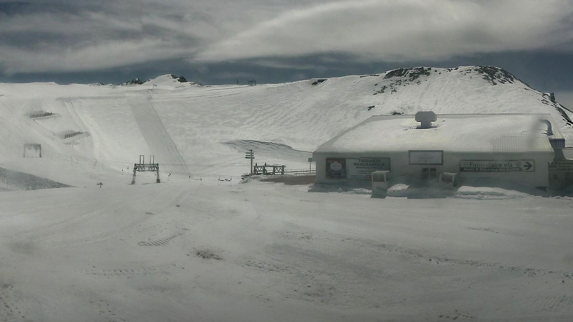 20200509_130300_mega_2alpes_restaurant-les-glaciers_1920x1080